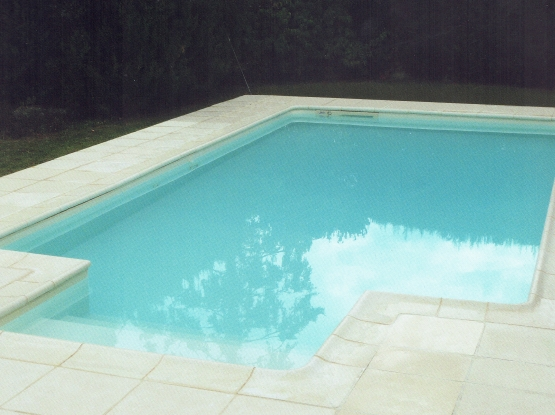 Mcm piscine constructeur piscine ariege construction for Piscine 8x4