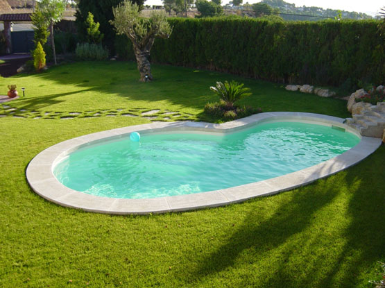 Mcm piscine constructeur piscine ariege construction for Forme piscine coque